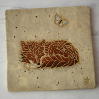 WP46L Wall plaque tile with sleeping fox picture (Free UK postage)