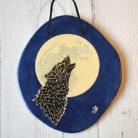 19-393 Ceramic plaque with wolf and moon picture (Free UK postage)