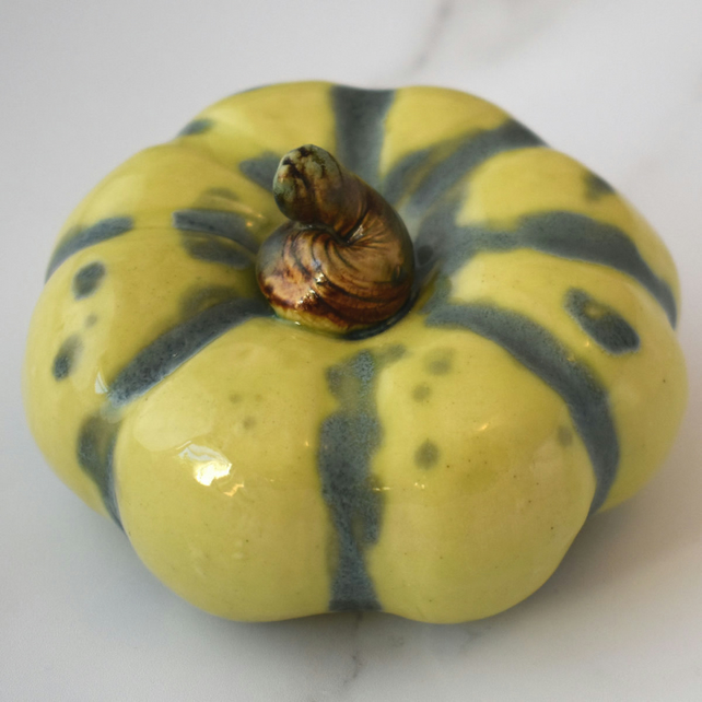 18-330 Small ceramic pumpkin