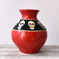 A83 Small skulls vase in black and scarlet (Free UK postage)