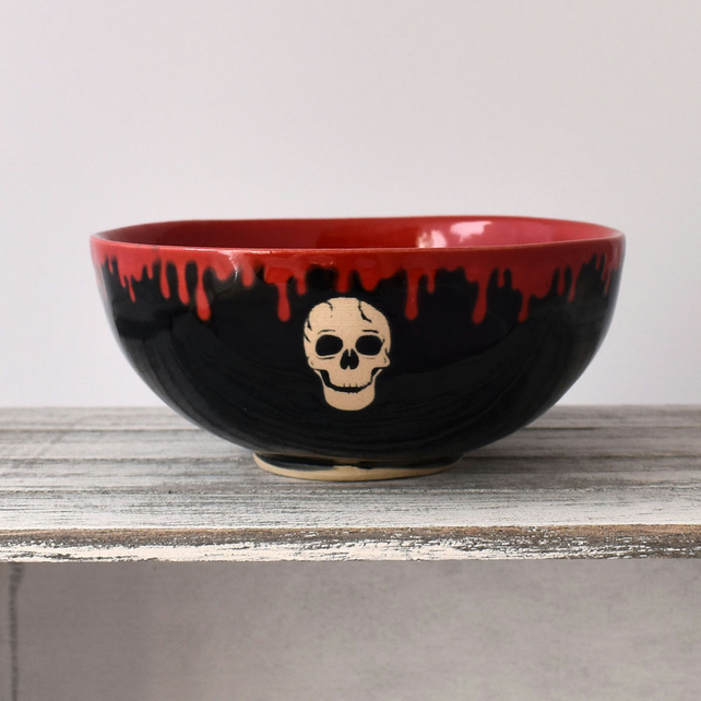 A133 Small skull bowl in black and scarlet (Free UK postage)