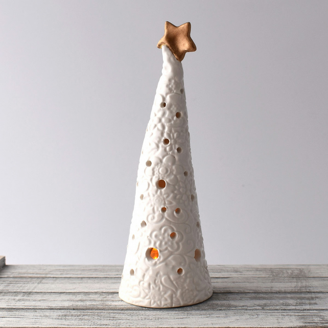 A105 Ceramic Christmas Tree Tea Light Holder (UK postage free)
