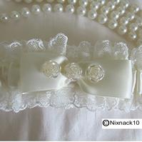 IVORY WEDDING GARTER,   BOW AND 3  SMALL ROSES