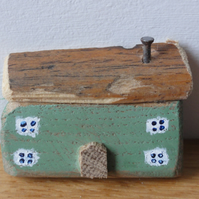 Little green house - fridge magnet