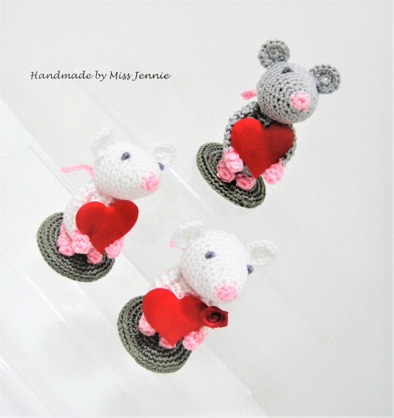 Minature Mouse Collectable, Valentine gift, Mouse ornament