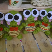 Cute high quality hand made knitted frog toy