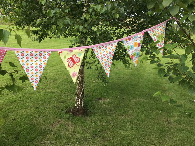 Flower and bug bunting