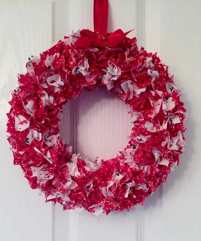 SCANDINAVIAN STYLE RED & WHITE FABRIC CHRISTMAS WREATH