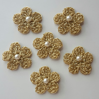 6x Gold Crochet Flowers with a Pearl