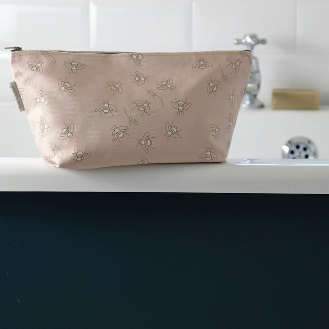 Cotton Bees in Clover Wash Bag