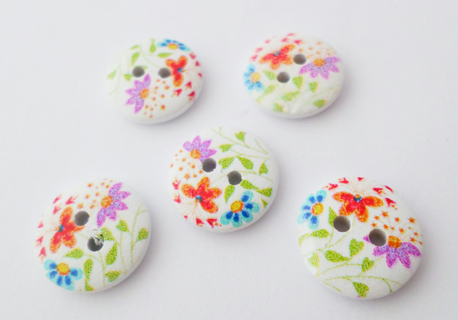 5 round wooden flower buttons 15mm