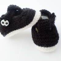 Hand knitted baby boy T bar shoes booties 0-3 months