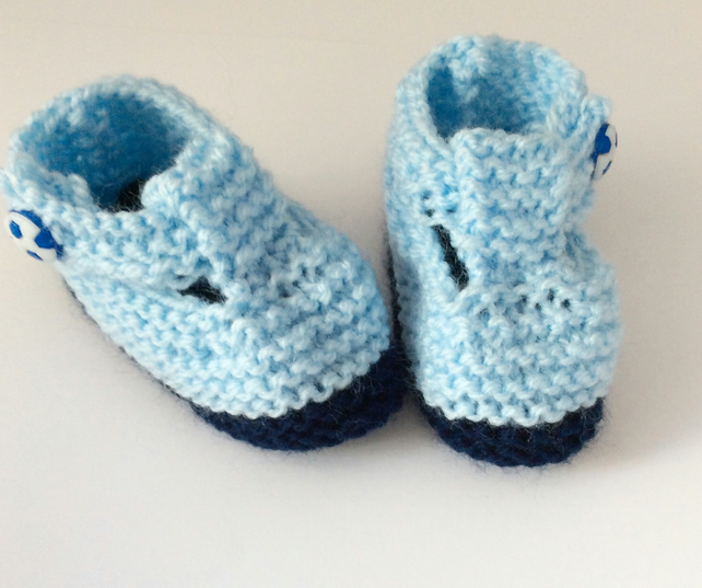HAND KNITTED BABY BOOTIES SNEAKER STYLE 0-3 MONTHS