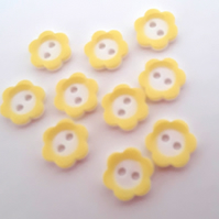 10 Flower buttons yellow daisy size 18 sewing craft 2 hole Buttons