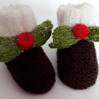 Hand knitted Christmas baby booties Xmas pudding outfit 0 - 3 months