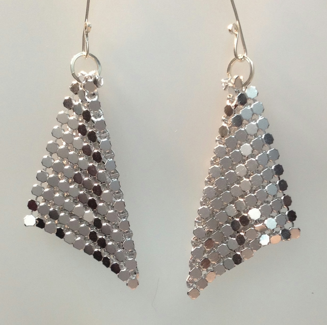 Metalic Fabric fluid falling earrings.