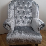 Buttoned  back wing chair with fixed seating