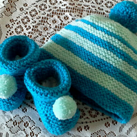 Unisex cosy Beanie Hat & Bootee set in Kingfisher & pale turquoise 0 to 6 mths
