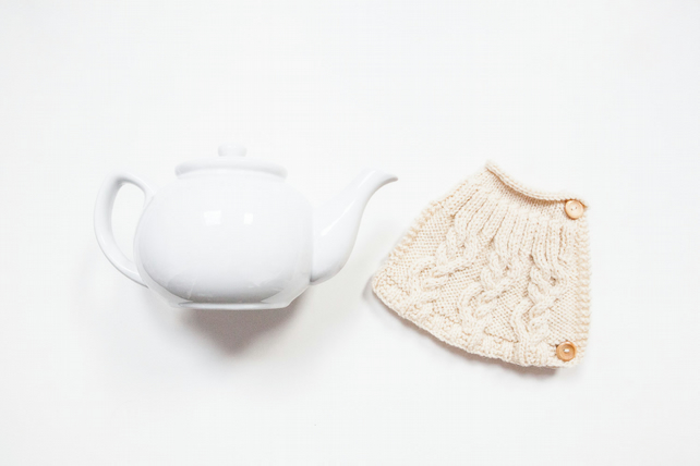 Cream hand knit tea cosy - Teapot cosy - Tea lover's gift