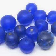 Loose beads. 13 Handmade vintage glass beads in 2 sizes.