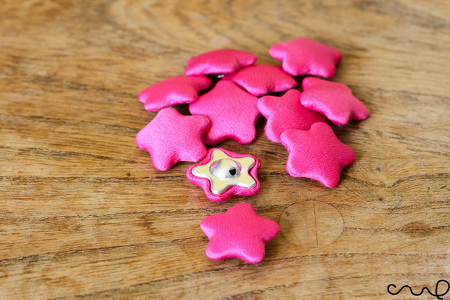 10 x Hot Pink Star Handmade Fabric Covered Buttons Card Making Craft 36L 23mm