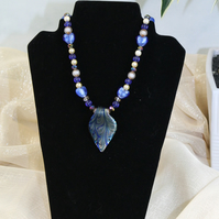 EL 051 Glass Leaf Pendant Beaded Necklace