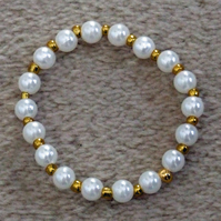 Acrylic Pearl and Glass Seed Bead 6 inch 15cm Elastic Bracelet in Metallic Gold