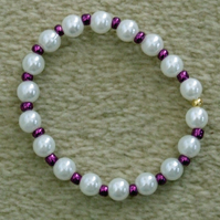 Acrylic Pearl and Glass Seed Bead 6 inch 15cm Elastic Bracelet in Metallic Plum.