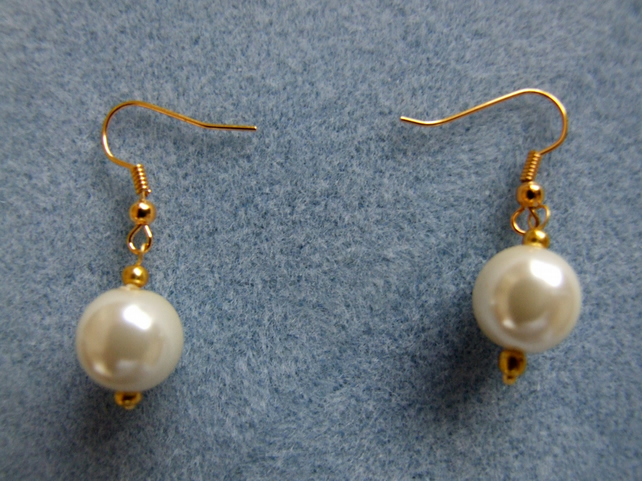 FREE UK P&P Chunky Vintage Style Earrings Quality Glass Pearls in Ivory.