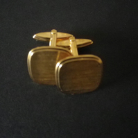 Gold plated retro design, soft edge rectangle cufflink, rhodium base.
