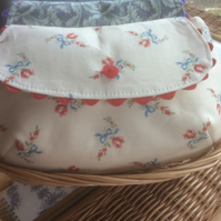 Exquisite cream floral cosmetic purse