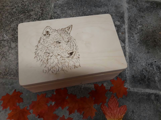 Stunning Wolf Gorgeous Large wooden Keepsake Memory Box, engraved  Personalised