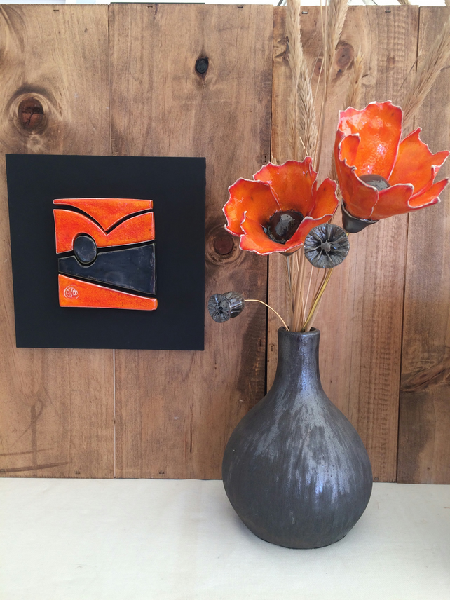 2x Orange poppy ceramic flower and bulb vase arrangement