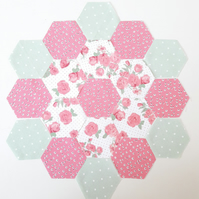 DIY hexy flower sewing kit for beginners. english paper piecing hexagon kit