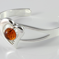 Amber heart shaped adjustable cabochon bangle