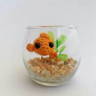 No Fuss Fish,  Orange Fish, Cream and Pale Brown Gravel, Round Leaf Plant.