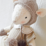 Clara, Collectable Mouse Doll