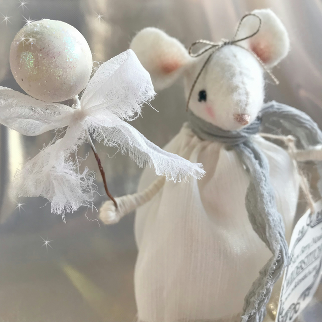 Snow Berry Mouse Decoration