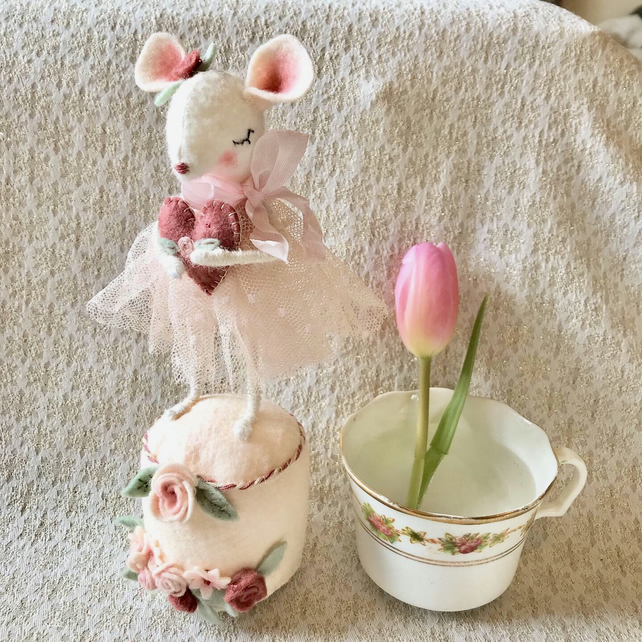Valentines Mouse Stitching KIT (PRE-ORDER 14 days for dispatch)