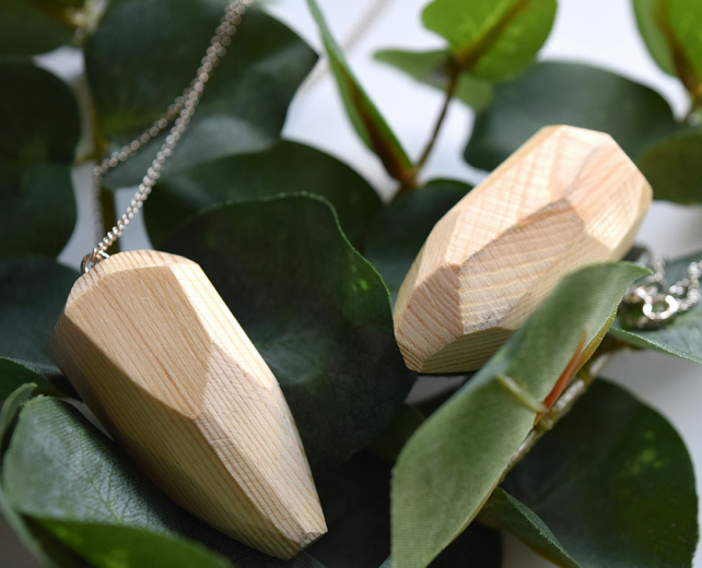 Plain Polished Pine Facet Necklace