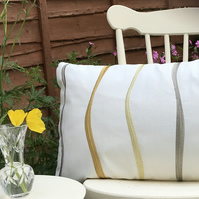 Cream & gold waves zipped pillow cover