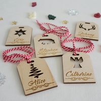 Christmas parcel tag dinner place settings. Personalise with first name L226