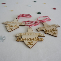 Christmas baubles dinner place settings. Personalise with first name L227