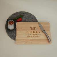 Engraved wooden chopping board. Personalised King of the kitchen L258