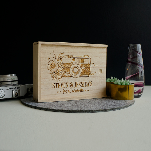Wood photo box. Vintage retro camera. Personalised photo album L125