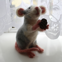 Needle felted Dumbo Rat 'Hawthorn'