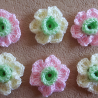 Set of 6 crochet sparkle daffodils in pastel colours - pink, yellow and green