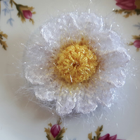 Crochet sparkle daisy flower brooch pin corsage in yellow and white