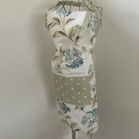 Beautiful Hydrangea Full Apron with centre pocket and adjustable neck strap