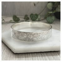 Wide sterling silver Indian bangle, Indian design, etched silver bangle